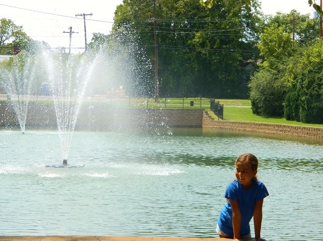 Big Spring Memorial Park with girl by fountain